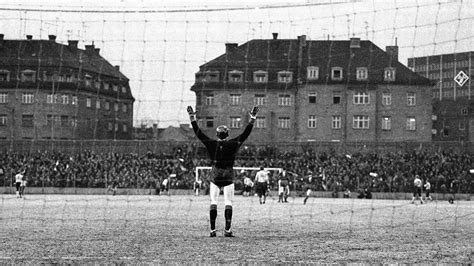 Sepp Maier and the first victory : Official FC Bayern News