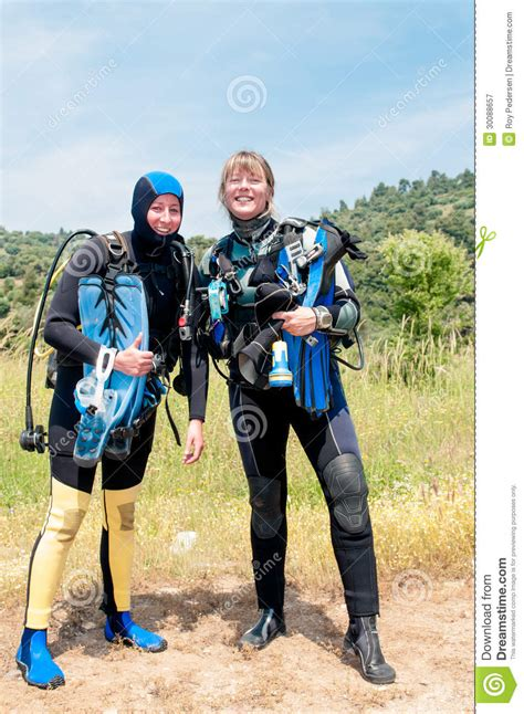 Femal Divers Royalty Free Stock Photography - Image: 30088657