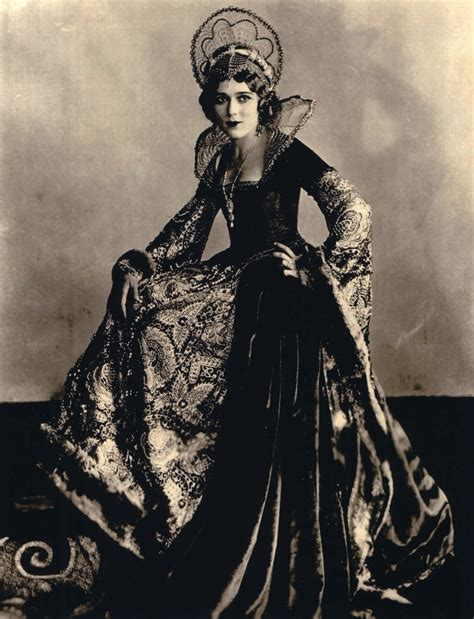 Hollywoodland , Mary Pickford's costumes from Little Annie