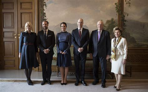 Kate Middleton baby bump - Duchess and Prince William meet